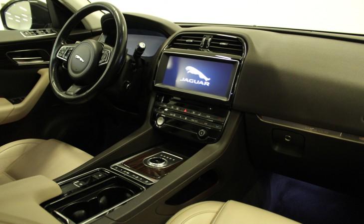 Jaguar F-Pace, 2016
